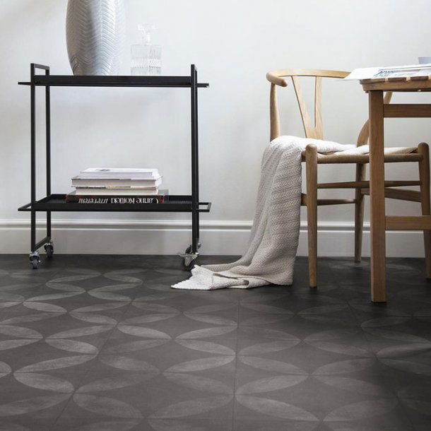 Vinylgulv Tile Flower Black Iconik Trend